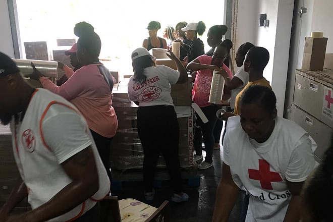 Rotkreuzfreiwillige-auf-den-Bahamas