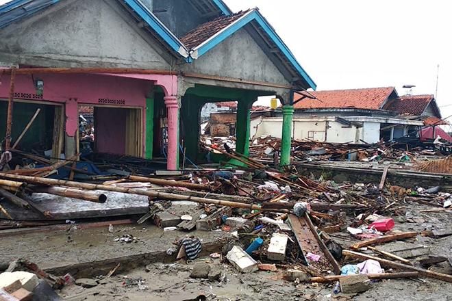 Hilfe nach Tsunai auf Indonesien