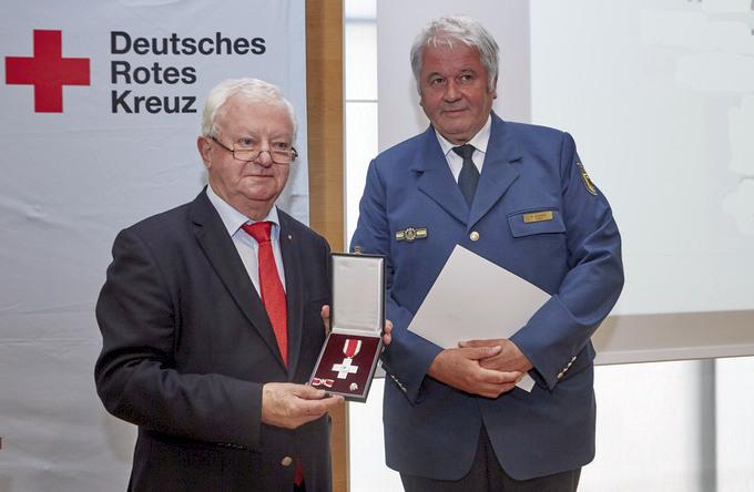 Deutsches rotes kreuz drk verleiht thw präsidenten